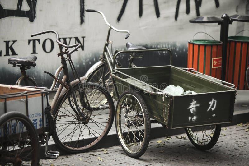 Chiński rocznika trójkołowiec w Hangzhou, Chiny obraz royalty free