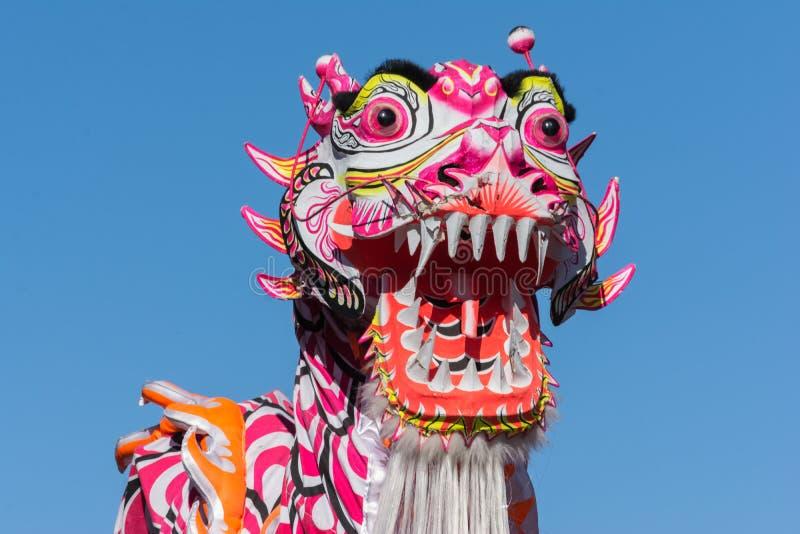 Chiński smok podczas Złotego smoka Parede. obraz royalty free