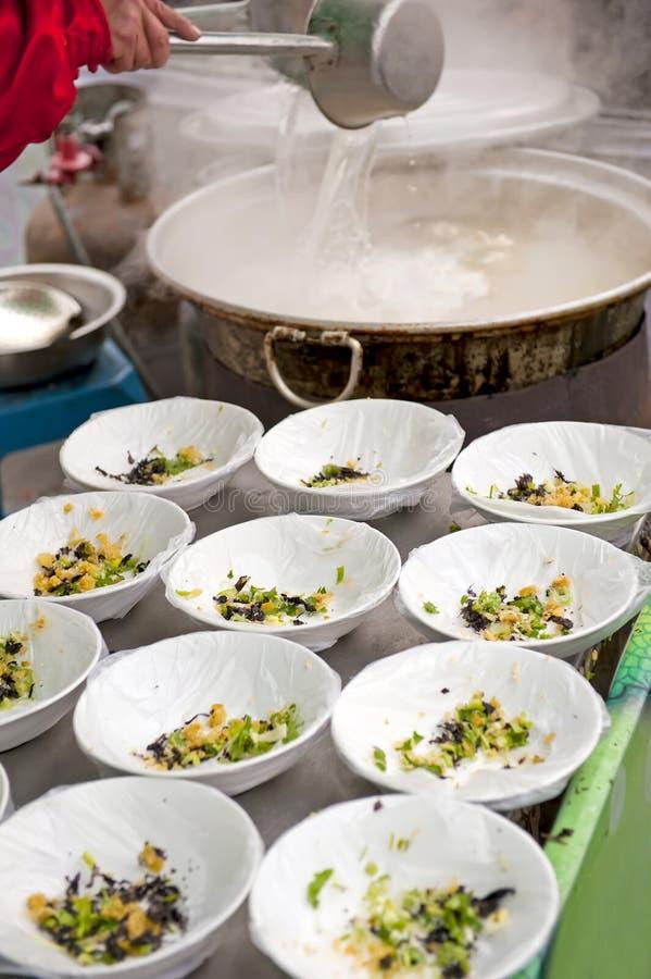 Chiński uliczny jedzenie - polewka obrazy royalty free
