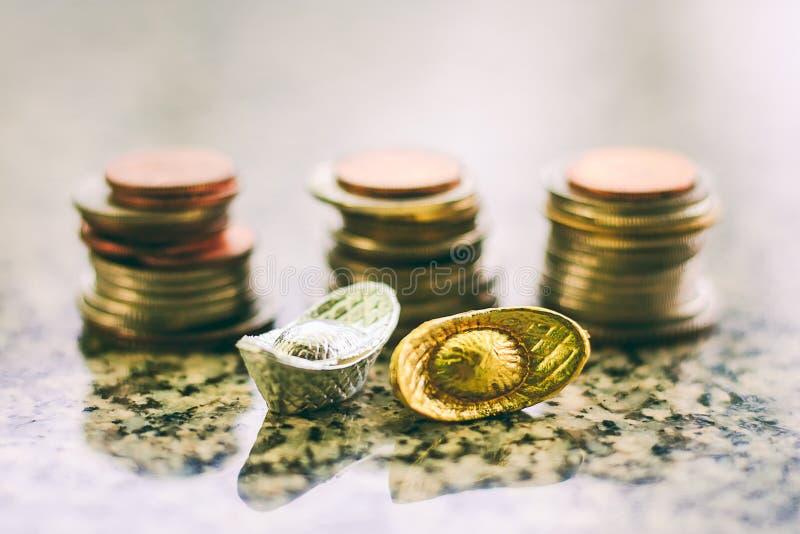 Chiński złoto, srebra yuanbao i sycee łódkowaty ingot przeciw plamie lub obrazy royalty free