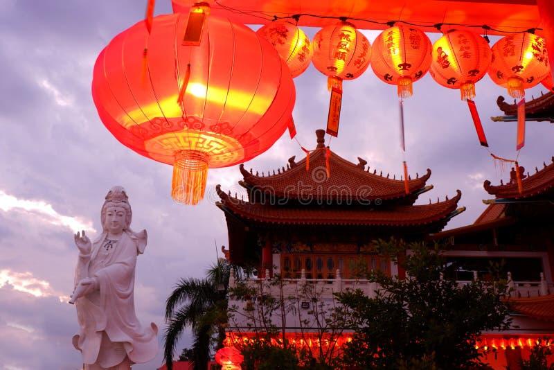 Chińskie świątynne i Chińskie lampy zdjęcie stock