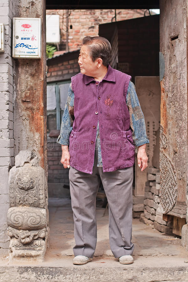 Chińskie żeńskie starsze osoby w Pekin starym miasteczku, Chiny fotografia royalty free