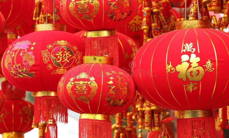 Chińskie czerwone latarniowe i sfałszowane petardy zdjęcia stock