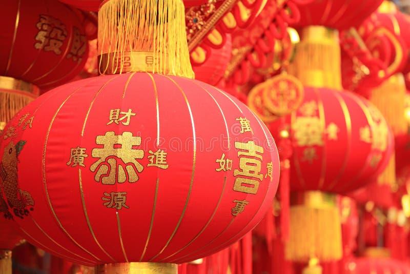 Chińskie czerwone latarniowe i sfałszowane petardy obraz royalty free