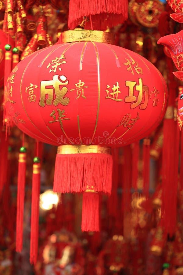 Chińskie czerwone latarniowe i sfałszowane petardy fotografia stock