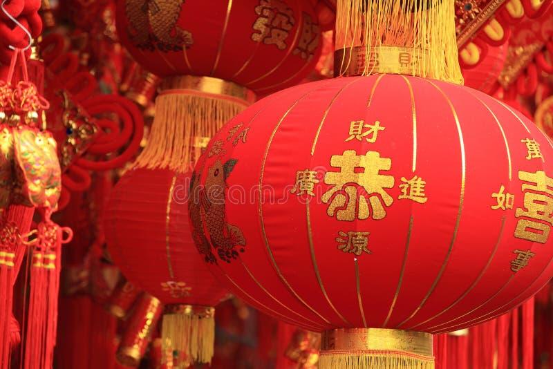 Chińskie czerwone latarniowe i sfałszowane petardy fotografia royalty free