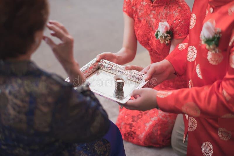 Chińskie herbacianej ceremonii filiżanki w dniu ślubu obrazy stock