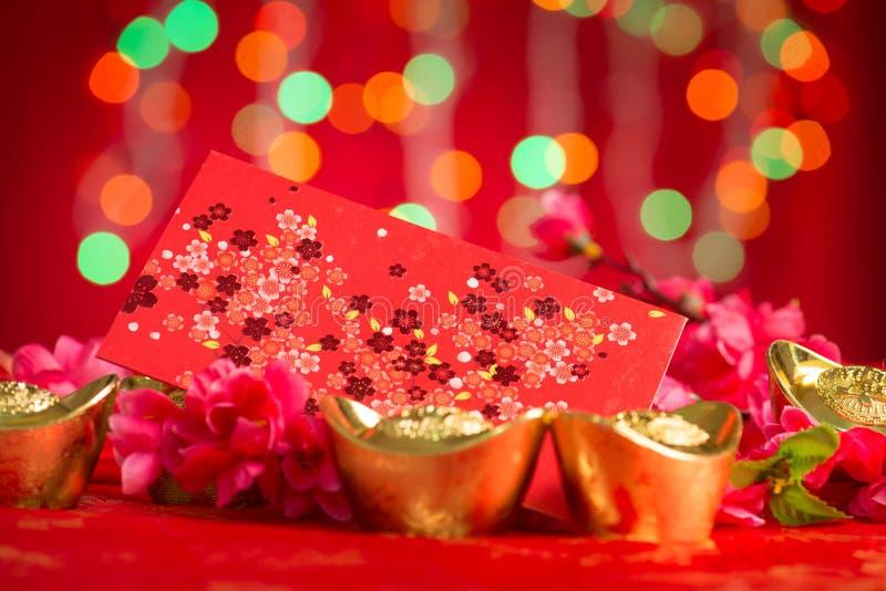 Chińskie nowy rok dekoracje paczki i złota czerwoni ingots zdjęcie royalty free