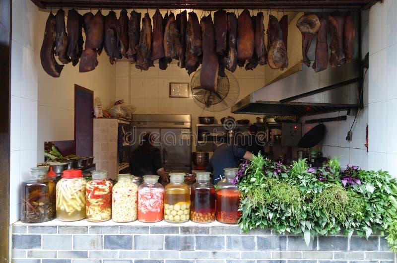 Chińskie Uliczne restauracje z Leczącym mięsem zdjęcie royalty free