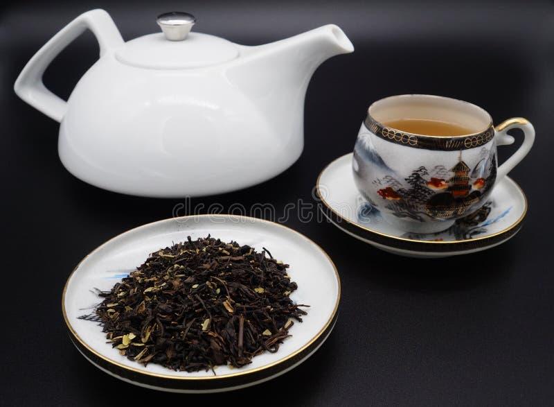 Chińskie zielonej herbaty i porcelany filiżanki zdjęcia royalty free