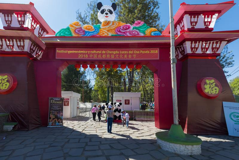 Chińskiego gastronomicznego festiwalu Selva Alegre wejściowy park Arequi zdjęcia stock