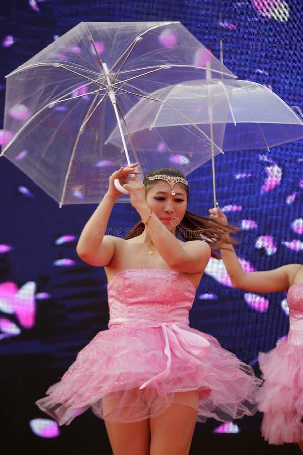 Download Chińskiego Klasycznego Seksownego Piękna Parasolowy Taniec Obraz Stock Editorial - Obraz złożonej z parasol, wędrowowie: 53789914