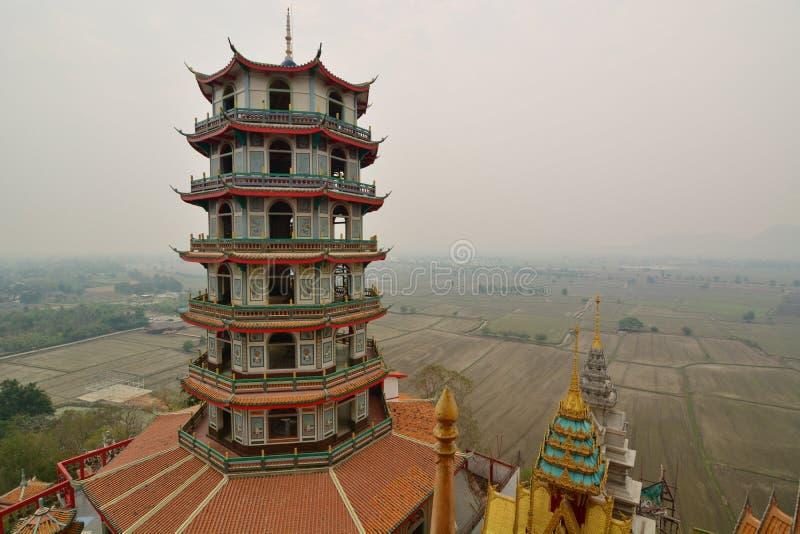 chi?ska pagoda Wat Tham Khao Noi E Kanchanaburi Tajlandia obrazy stock