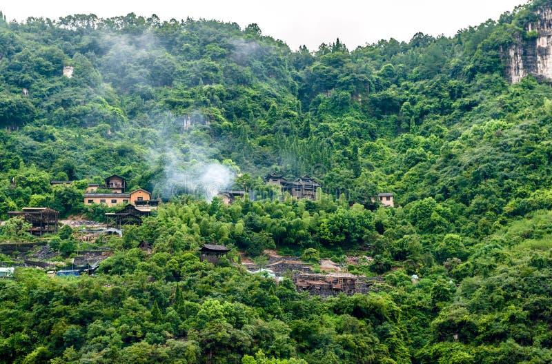 Download Chińska wioska w górach zdjęcie stock. Obraz złożonej z flesz - 28950368
