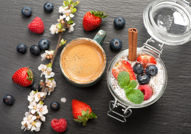 Chia puding och kaffeespresso royaltyfria foton
