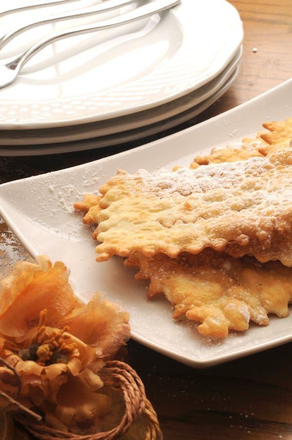 Chiacchere χαρακτηριστικό του ιταλικού γλυκού στοκ φωτογραφία με δικαίωμα ελεύθερης χρήσης