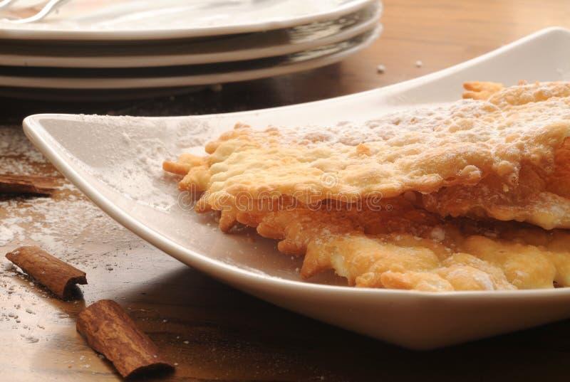 Chiacchere χαρακτηριστικό του ιταλικού γλυκού στοκ φωτογραφίες