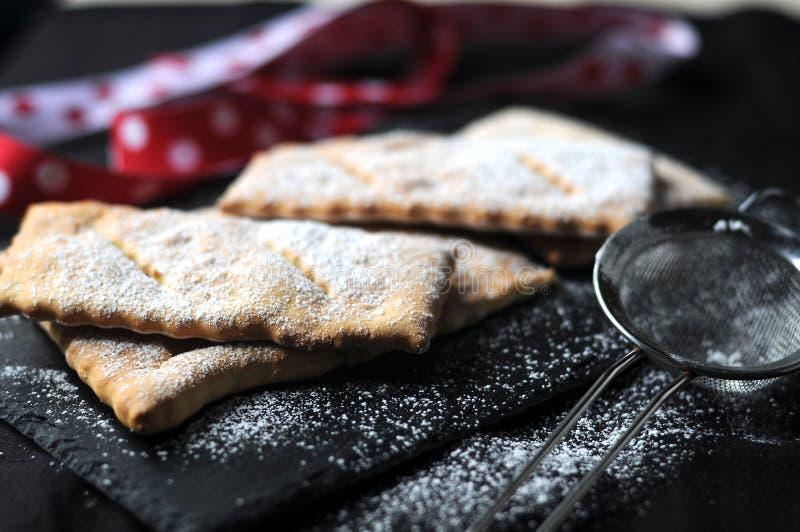 Chiacchere χαρακτηριστικό του ιταλικού γλυκού στοκ εικόνες με δικαίωμα ελεύθερης χρήσης