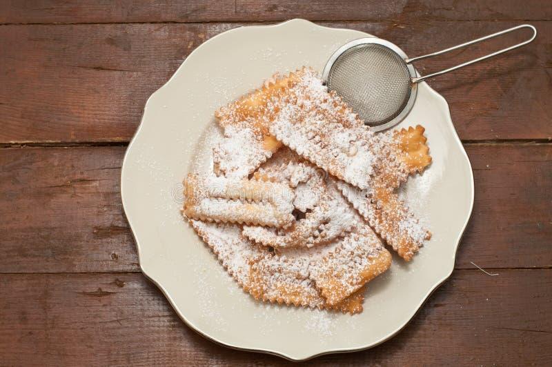 Chiacchere, pasteles italianos típicos usados durante el carnaval fotografía de archivo libre de regalías