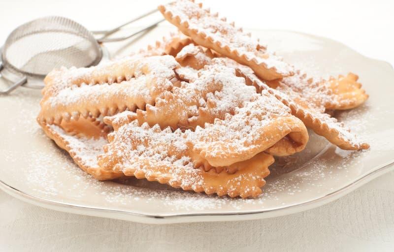 Chiacchere, pasteles italianos típicos usados durante el carnaval imagen de archivo libre de regalías