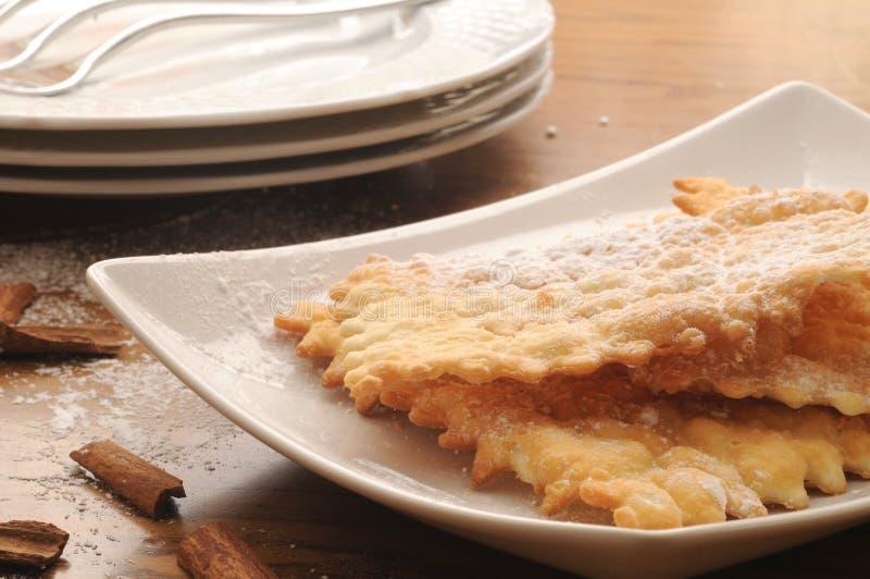 Chiacchere típico del dulce italiano imágenes de archivo libres de regalías