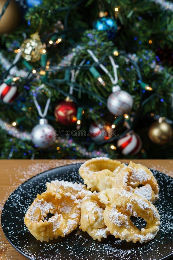 Chiacchere, typisch Italiaans die gebakje tijdens Carnaval, Italië wordt gebruikt royalty-vrije stock foto's