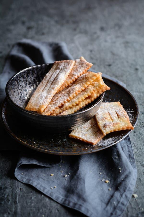 Chiacchiere - традиционное итальянское печенье масленицы стоковое фото