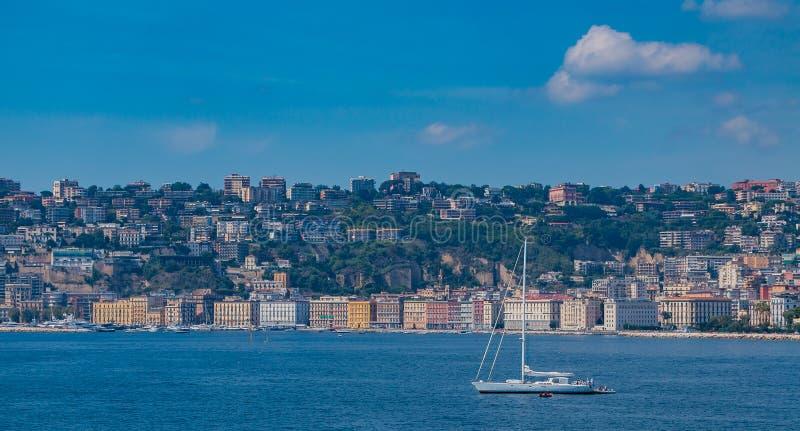 Chiaia promenad och segelbåt III arkivfoton