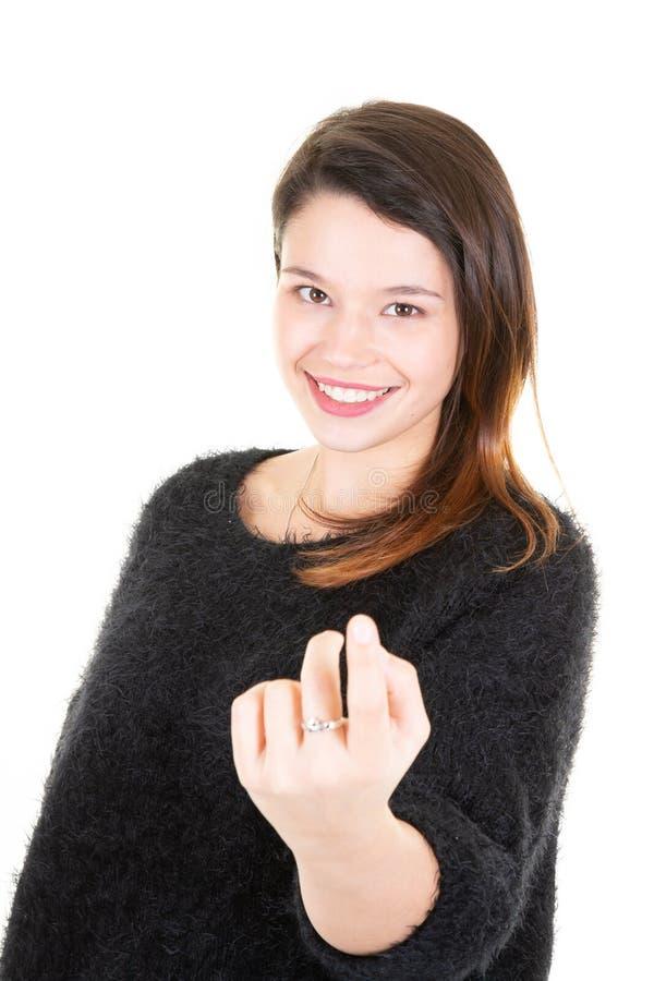 Chiamare venente della giovane donna castana viene qui gesto immagini stock libere da diritti