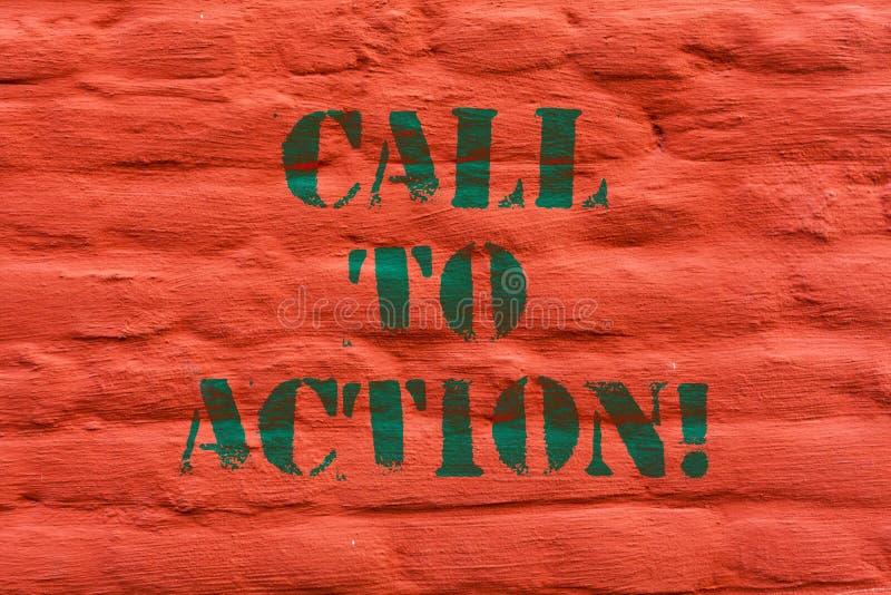 Chiamata del testo di scrittura di parola ad azione Concetto di affari affinchè movimento di decisione Encourage avanzino il rius immagini stock libere da diritti