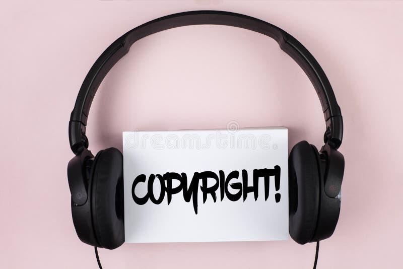 Chiamata motivazionale di Copyright del testo della scrittura Significato di concetto che dice no alla pirateria della proprietà  immagini stock