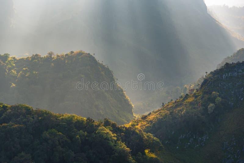 Chiang Dao berg, det högsta berget för 3 rd i Thailand, i s royaltyfria foton