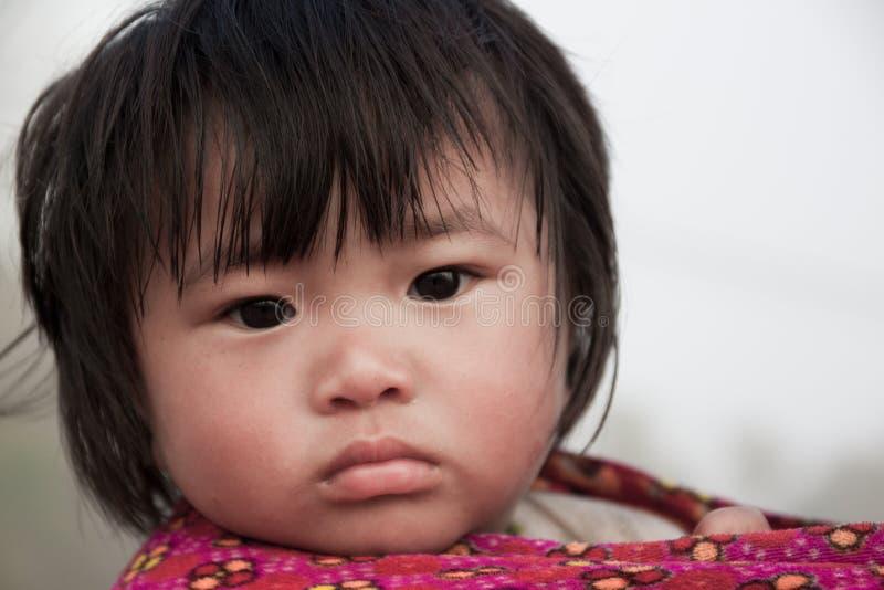 CHIANG MAI,泰国- 12月11 : 在国际园艺博览会皇家植物群2011年, 2011年12月11日的主要装饰结构在Chiang Mai,泰国 15 :可怜的孩子在2015年12月15日的乡下在清迈,泰国 免版税库存照片