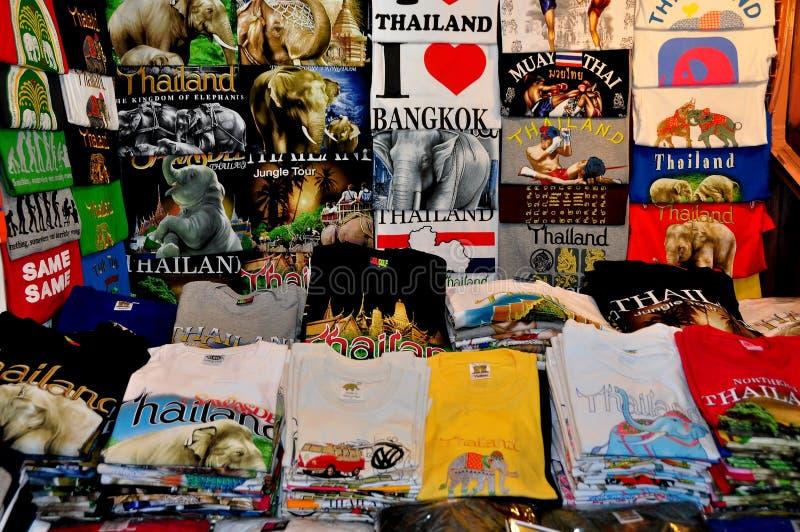 Chiang Mai, Таиланд: Цветастые тенниски стоковая фотография