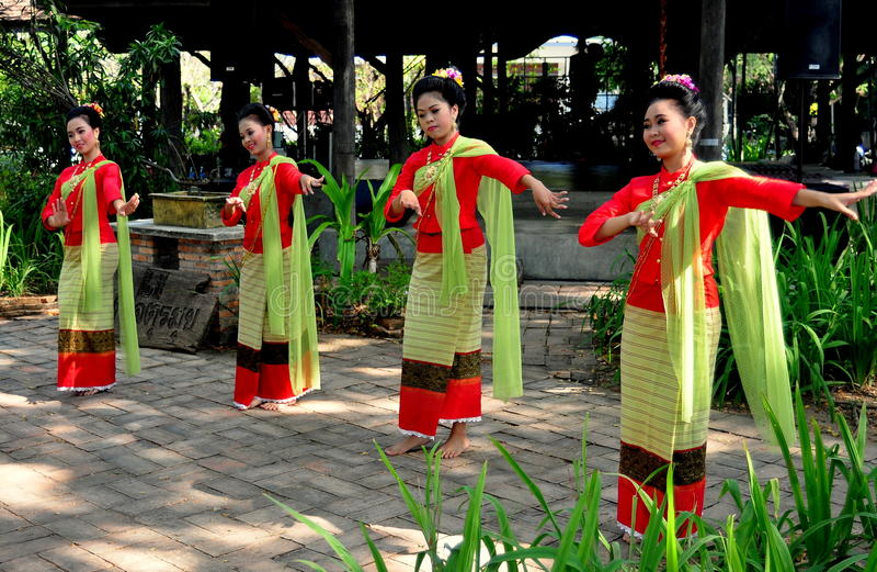 Chiang Mai, Tailândia: Dançarinos de Khong foto de stock
