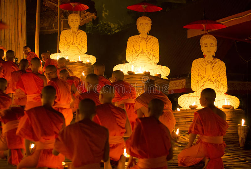 CHIANG MAI TAILÂNDIA - 30 de julho: Asalha Puja Day é o importante imagens de stock