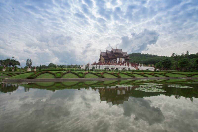 Chiang Mai, Tailândia em Flora Ratchaphruek Park real imagens de stock royalty free