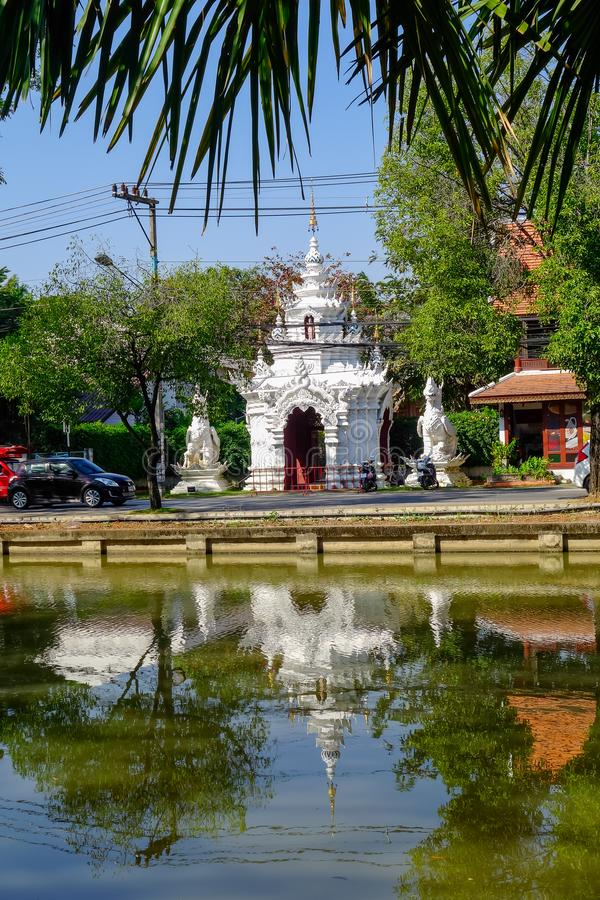CHIANG MAI, TAILÂNDIA, O 6 DE MARÇO DE 2018: Vista exterior do templo budista de Wat Phrathat Doi Suthep em Chiang Mai, Tailândia imagem de stock royalty free