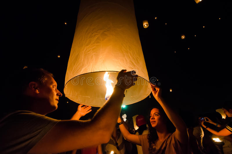 CHIANG MAI TAILANDIA 16 DE OCTUBRE: Festival de Loy Krathong Unidenti foto de archivo