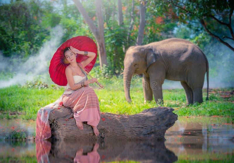 Chiang Mai, Tailandia-maggio 13,2018: Giovane donna asiatica che indossa Lann fotografia stock libera da diritti