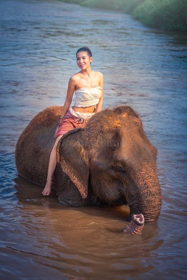 Chiang Mai, Tailandia-maggio 13,2018: Giovane donna asiatica che indossa Lann fotografie stock libere da diritti