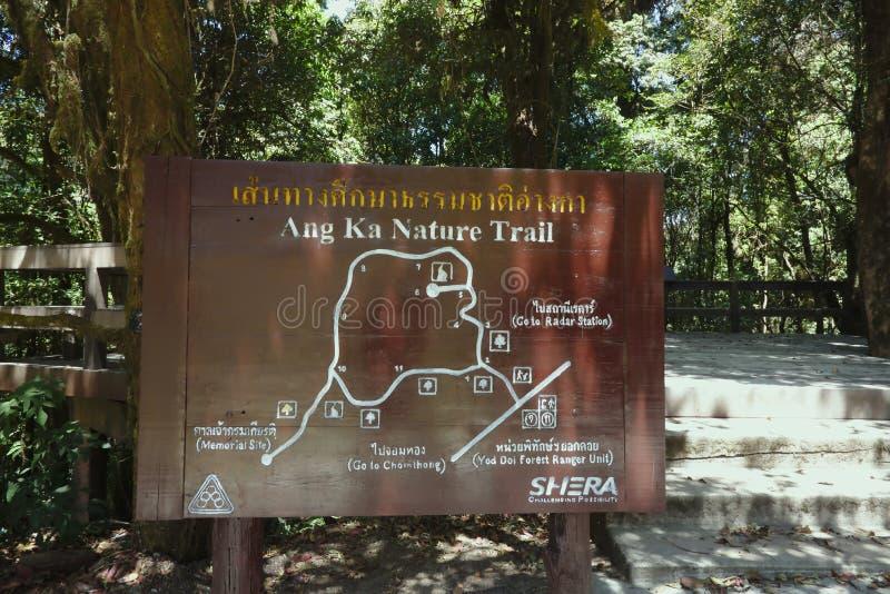 Chiang Mai, Tailandia - 25 marzo 2017: Segni di Ang Ka Nature Trail al inthanon di Doi immagini stock