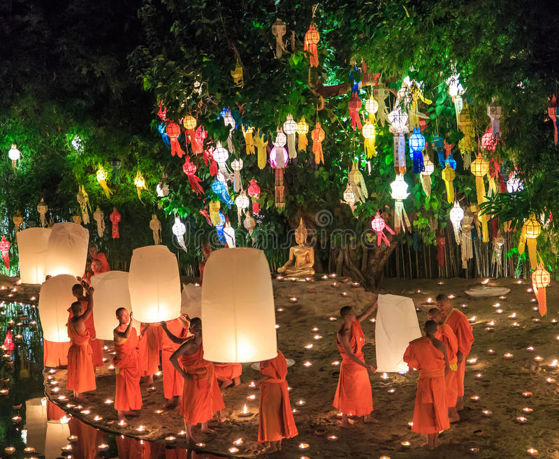 CHIANG MAI TAILANDIA 17 NOVEMBRE: Festival di Loy Krathong a Wat Pan Tao immagine stock libera da diritti