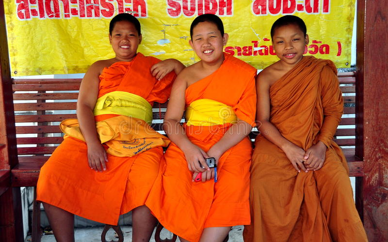 Chiang Mai, Tailandia: Tres monjes jovenes imagenes de archivo