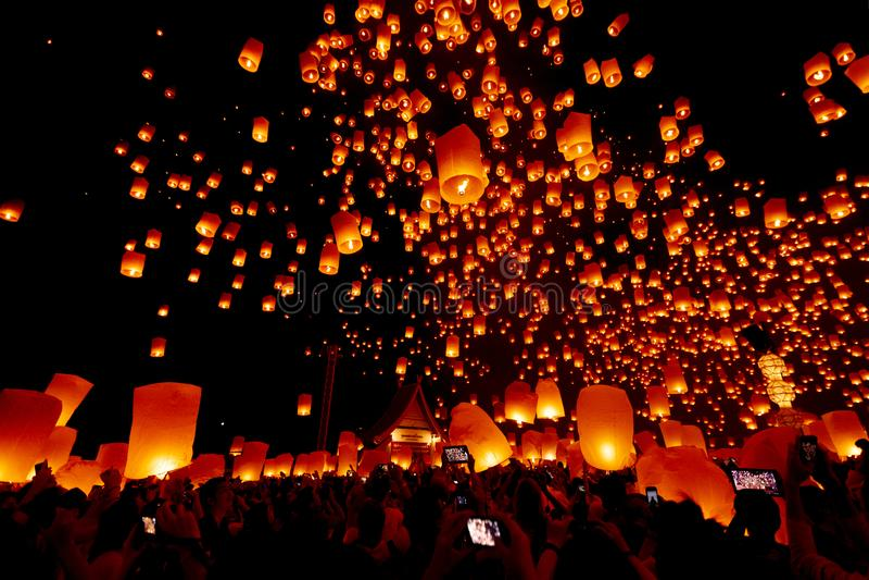 CHIANG MAI, TAILANDIA - Yee Peng Festival, celebrati de Loy Krathong fotos de archivo