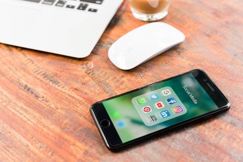 CHIANG MAI TAJLANDIA, LISTOPAD, - 14th, 2016: Iphone7 Plus dżetowy bla fotografia royalty free