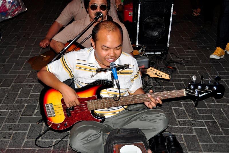 Chiang Mai, Tajlandia: Niewidomi muzycy na ulicie obrazy royalty free