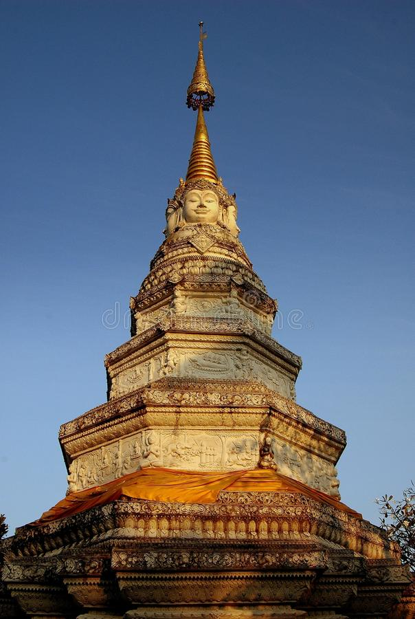 Download Chiang Mai, TH: Wat Panwhaen Chedi Stockfoto - Bild von buddhismus, bügel: 26362126