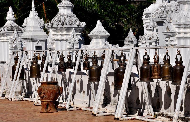 Chiang Mai, Thaïlande : Ligne de temple Bells images stock