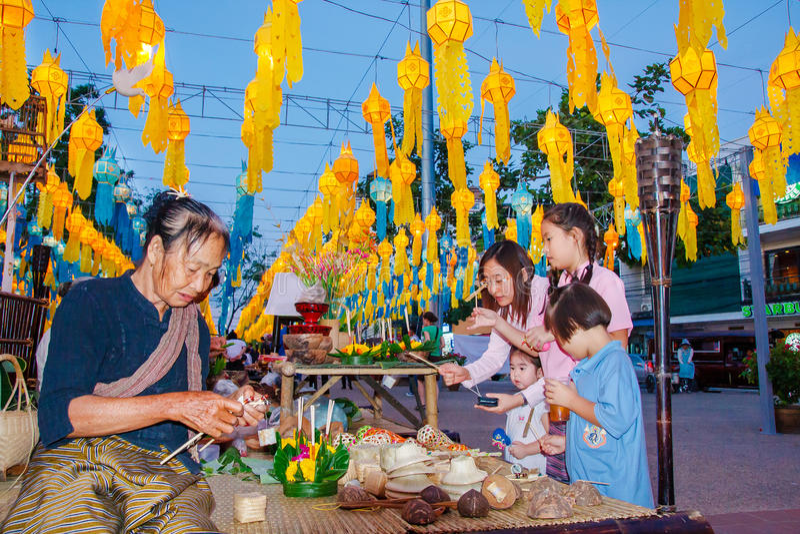 Download CHIANG MAI, THAÏLANDE - 12 NOVEMBRE 2008 : Un Petits Moine Et Col Image éditorial - Image du asie, célébration: 56482670